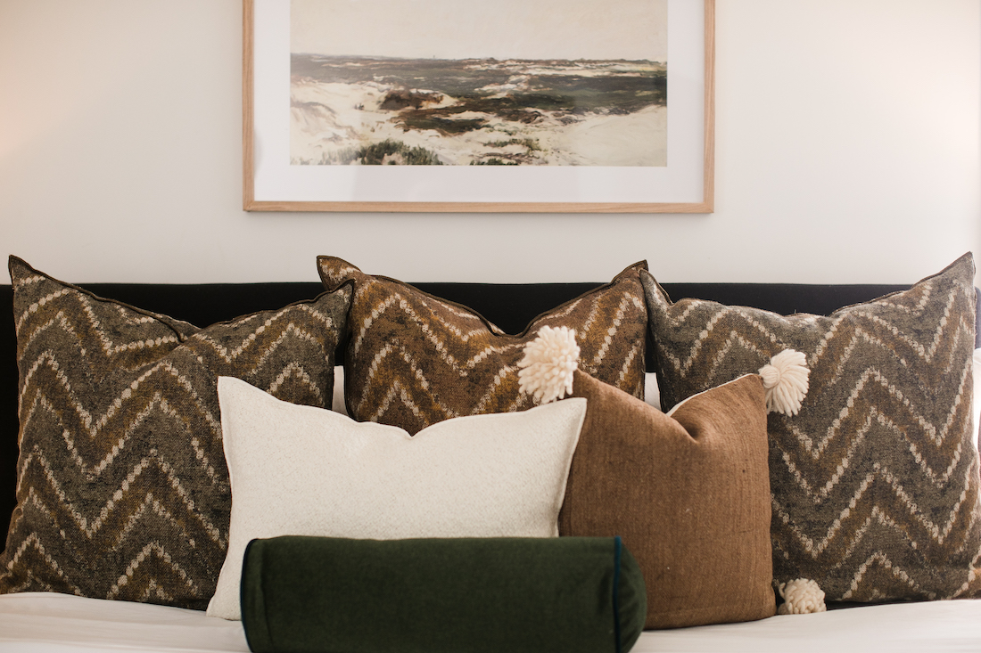 bed-accent-pillows-ashley-libath-design