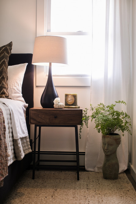 bedroom-nightstand-detail-lamp-bust-planter